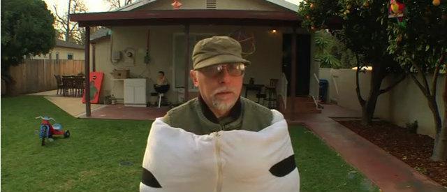 シマウマの着ぐるみを着たおじさん
