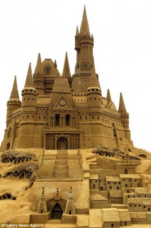 Sand-Sculpture-Festival-in-Blankenberge-3-934x