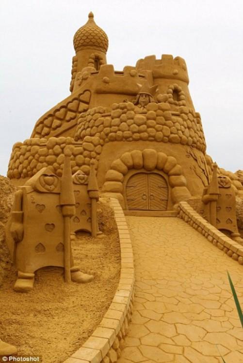 Sand-Sculpture-Festival-in-Blankenberge-4-934x