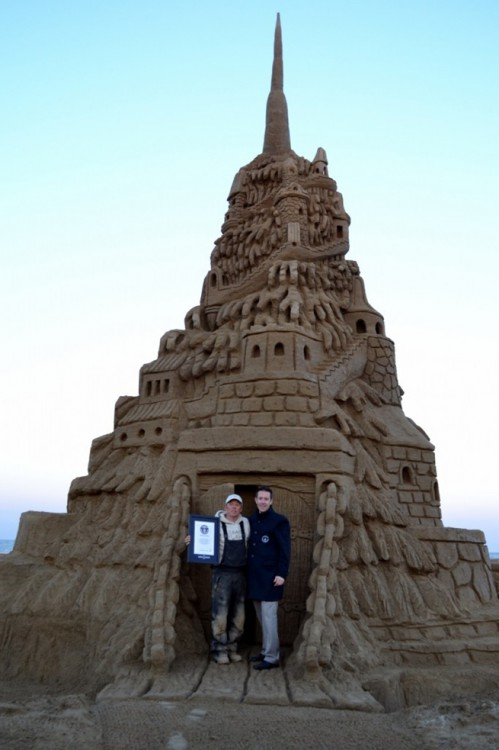 Worlds-Tallest-Sandy-Castle-934x