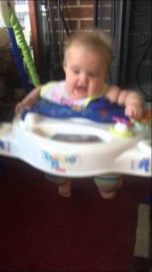 童謡ではなくクールなHIPHOPで泣き止む赤ちゃん