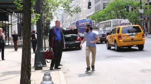 ニューヨーク、タクシー待ちでハイタッチ!