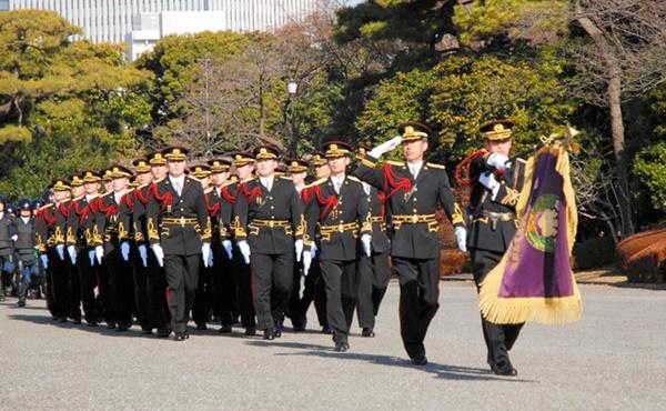 行進する皇宮警察
