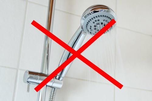 カビキラー使用時は浴室は濡らさない!!水に濡れると流れます。